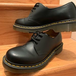 Ladies Dr. Martens 1461 Smooth Oxfords